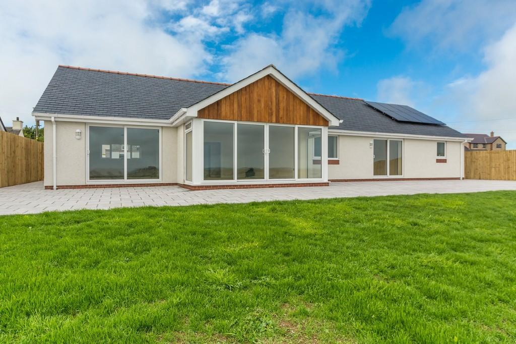 3 Bedrooms Detached Bungalow for sale in Carmel, Llanerchymedd, North Wales