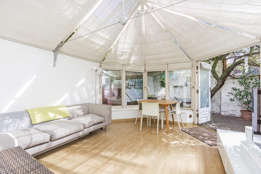 2 Bedrooms Detached House for sale in Iveley Road, SW4