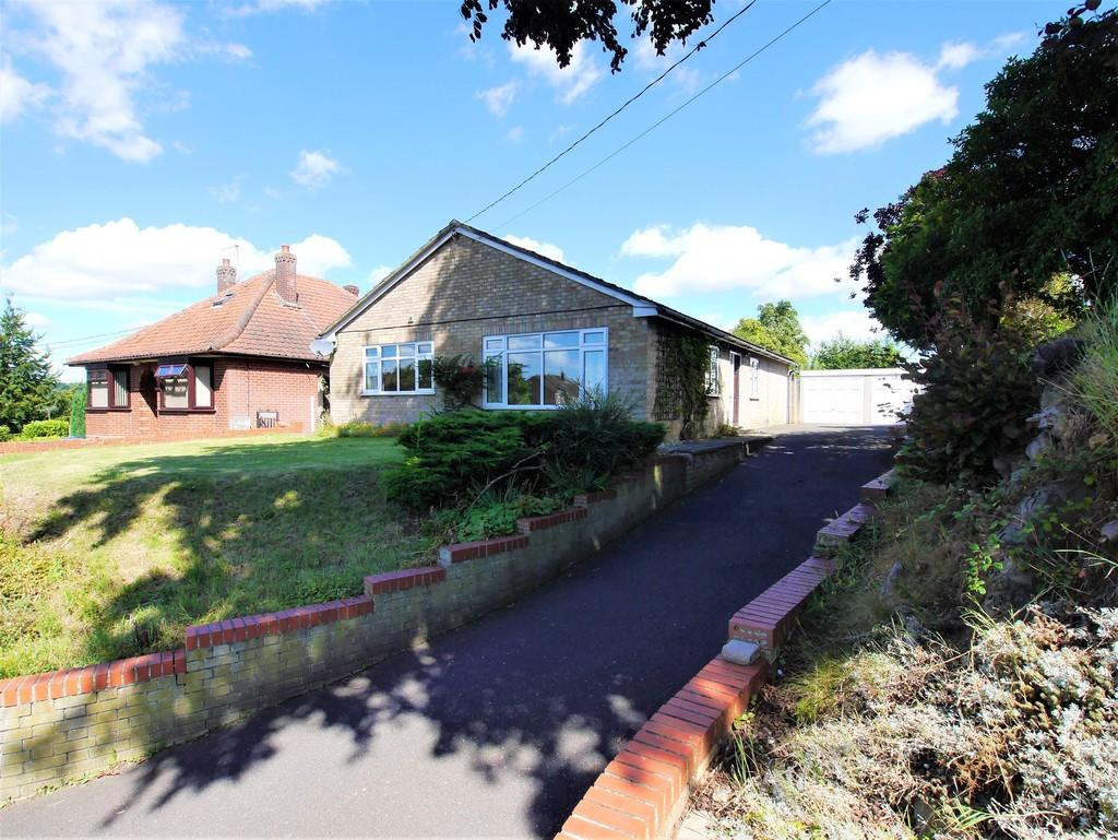 3 Bedrooms Detached Bungalow for sale in Station Road, Hadleigh