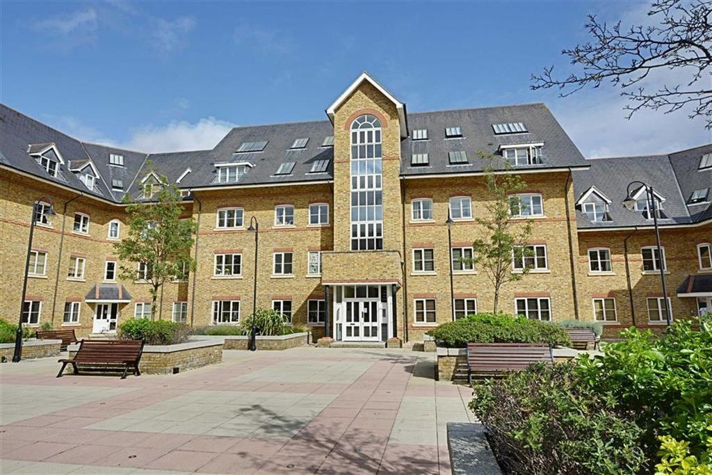 2 Bedrooms Flat for sale in Stewart Place, Station Road, Ware, Hertfordshire, SG12