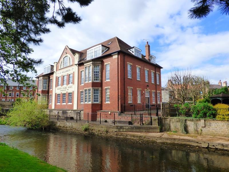 3 Bedrooms Apartment Flat for sale in WILLIAMSON HOUSE APARTMENTS, RIPON, HG4 1WF