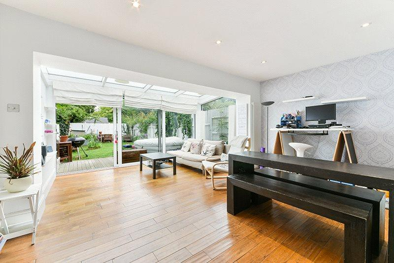2 Bedrooms Flat for sale in Hendham Road, Wandsworth, London, SW17