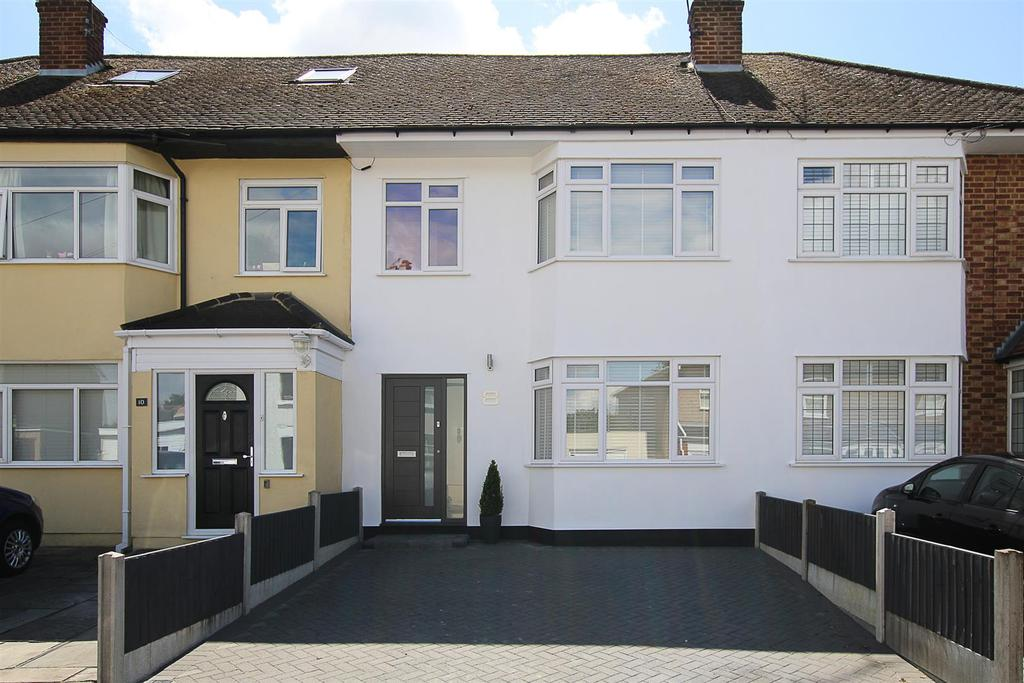 3 Bedrooms Terraced House for sale in Albert Street, Warley, Brentwood