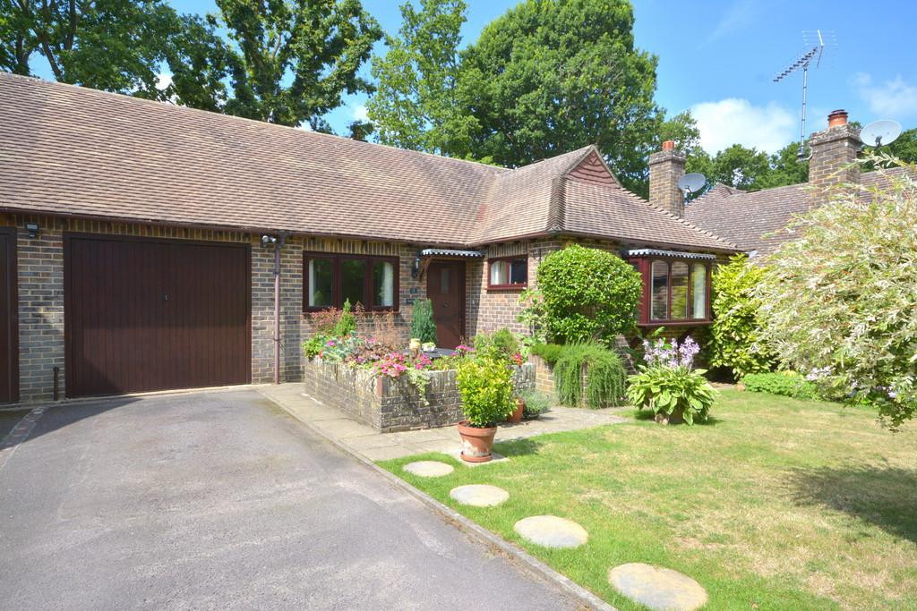 2 Bedrooms Semi Detached Bungalow for sale in West Chiltington