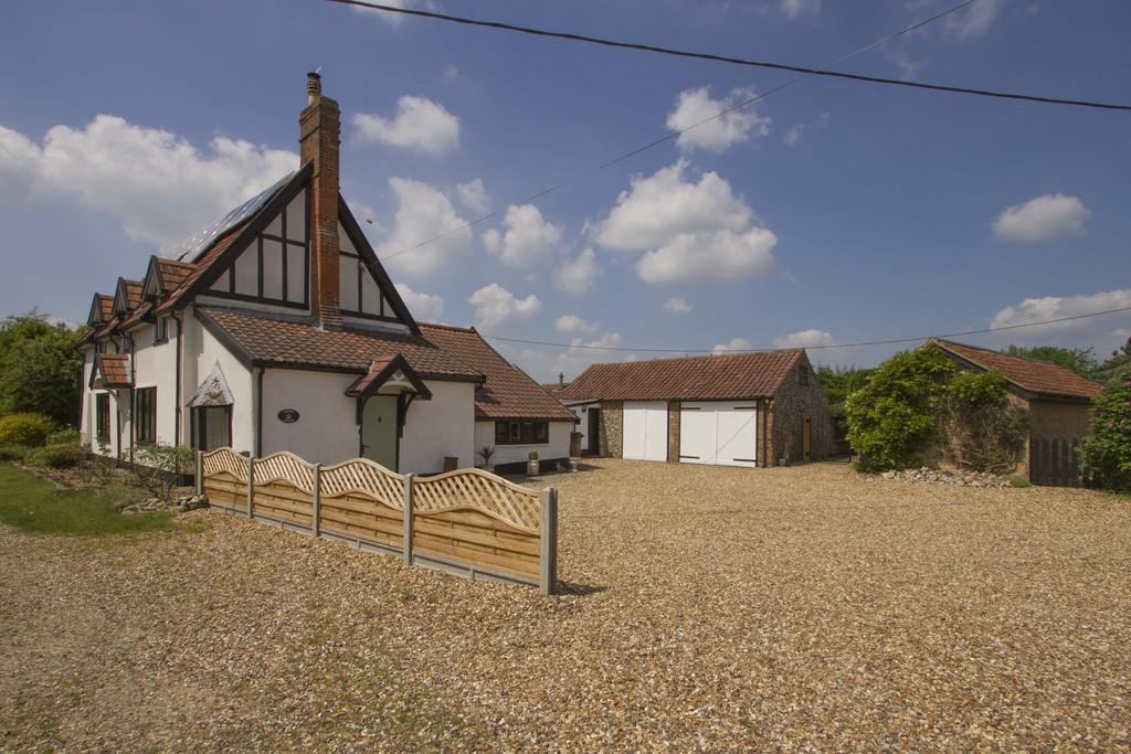 3 Bedrooms Detached House for sale in Meadow Lane, Carbrooke