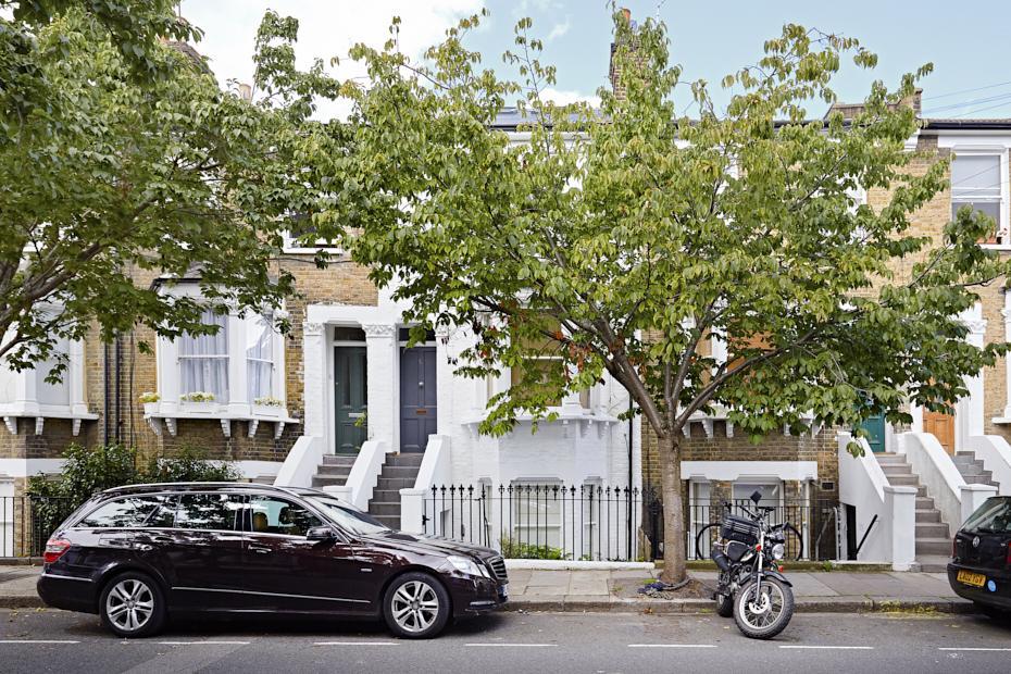 1 Bedroom Ground Flat for sale in Brackenbury Road, London W6