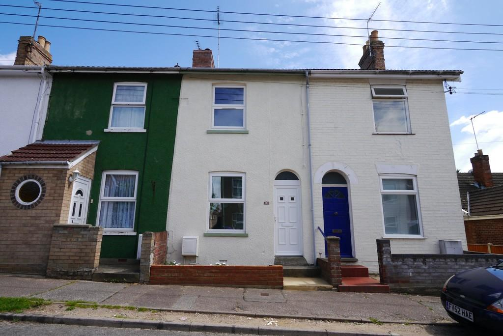 2 Bedrooms Terraced House for sale in Moyes Road, Oulton Broad, Lowestoft