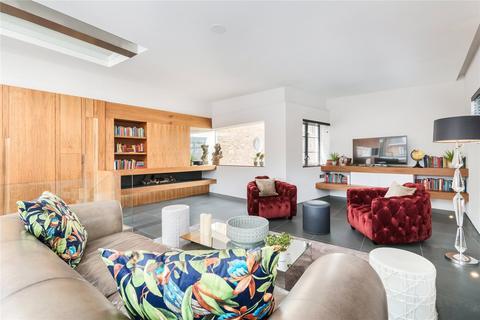 3 bedroom maisonette to rent - Endell Street, London, WC2H