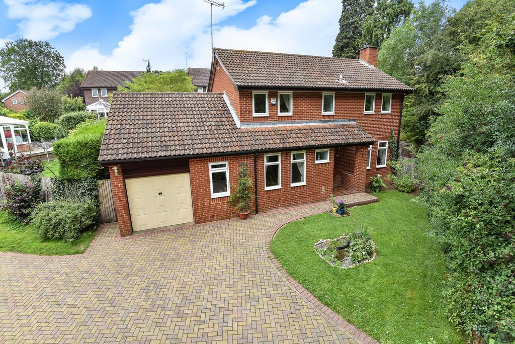 5 Bedrooms Detached House for sale in Lombardy Drive, Maidstone