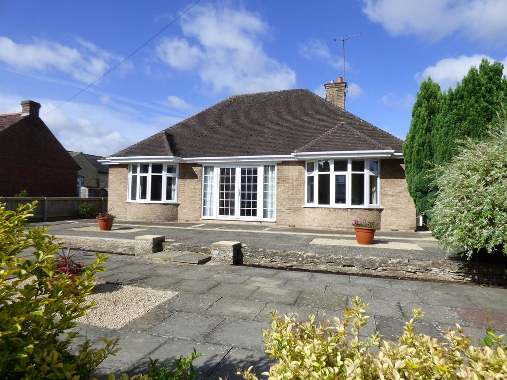 3 Bedrooms Detached Bungalow for sale in Church Street, Shipston On Stour