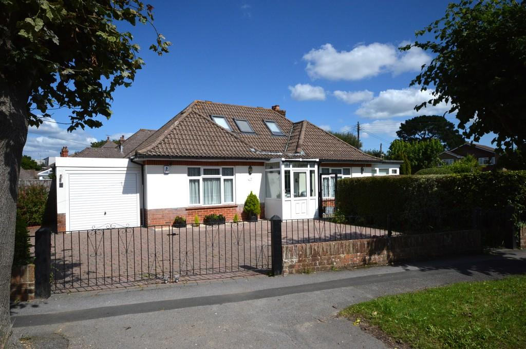 3 Bedrooms Detached Bungalow for sale in Crossmead Avenue, New Milton