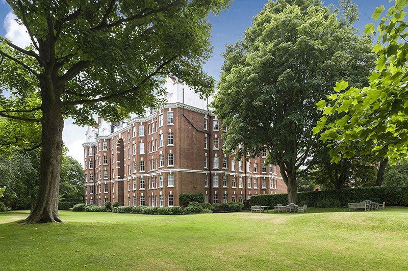 4 Bedrooms Maisonette Flat for sale in The Pryors, East Heath Road, London, NW3