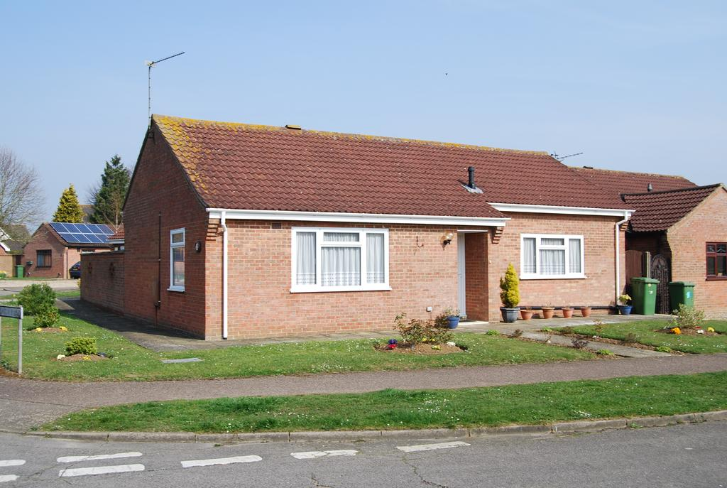 2 Bedrooms Detached Bungalow for sale in De-narde Road, Dereham NR19
