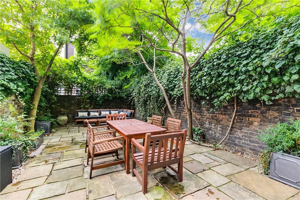 2 Bedrooms Maisonette Flat for sale in Oakley Street, Chelsea, London, SW3