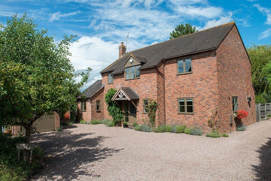 4 Bedrooms Detached House for sale in Crown East Lane, Lower Broadheath, Worcester, Worcestershire, WR2