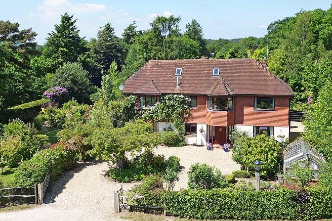 4 Bedrooms Detached House for sale in Sandy Lane, Storrington rh20