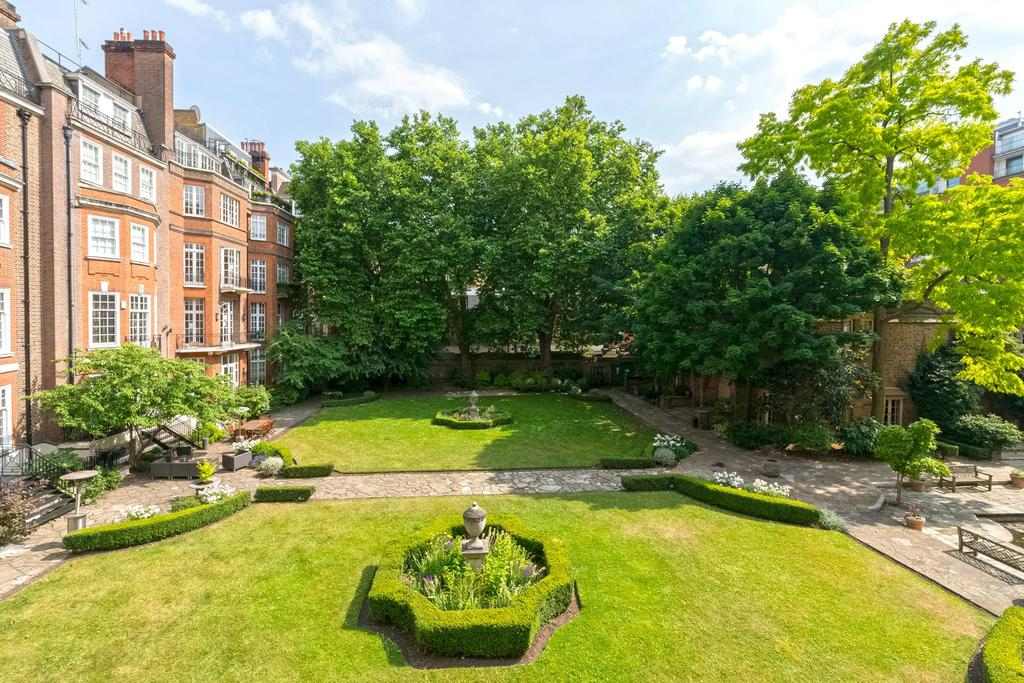 2 Bedrooms Flat for sale in Green Street, London