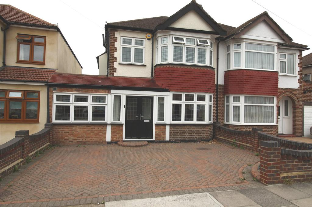 3 Bedrooms Semi Detached House for sale in Albany Road, Hornchurch, RM12