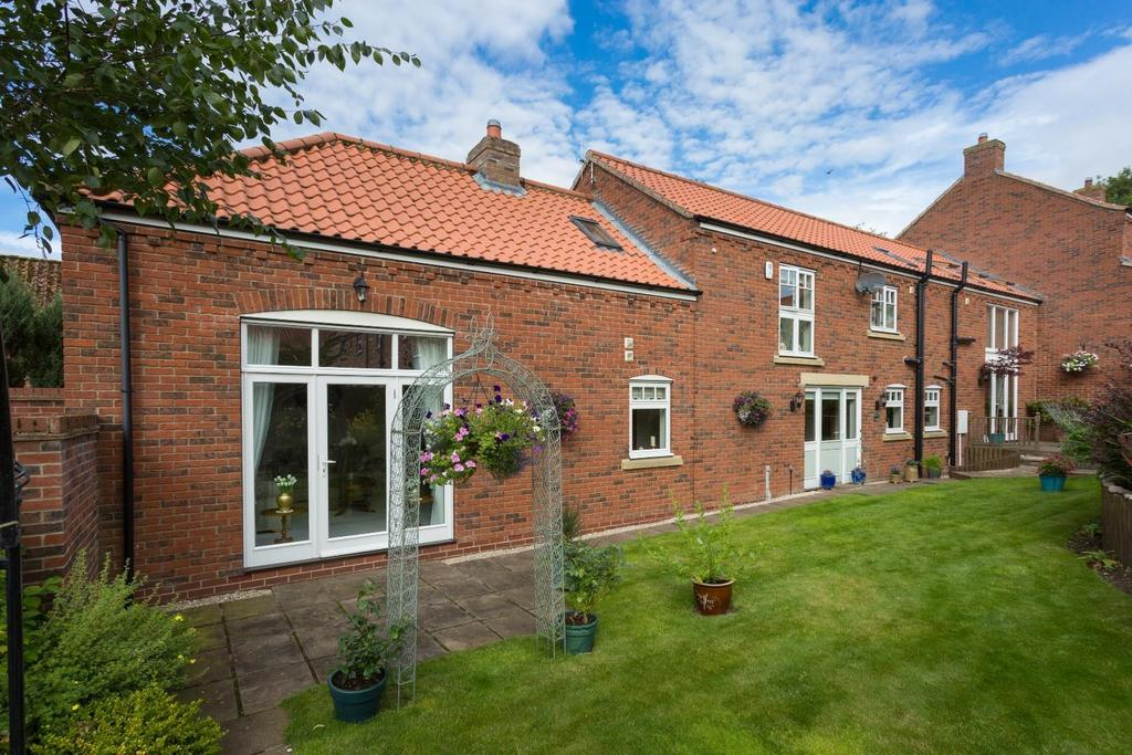 4 Bedrooms Link Detached House for sale in Low Farm Court, Kirby Grindalythe
