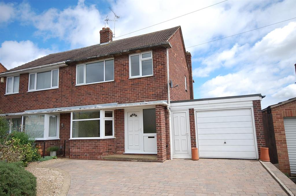 3 Bedrooms Semi Detached House for sale in Clumber Drive, Radcliffe on Trent, Nottingham