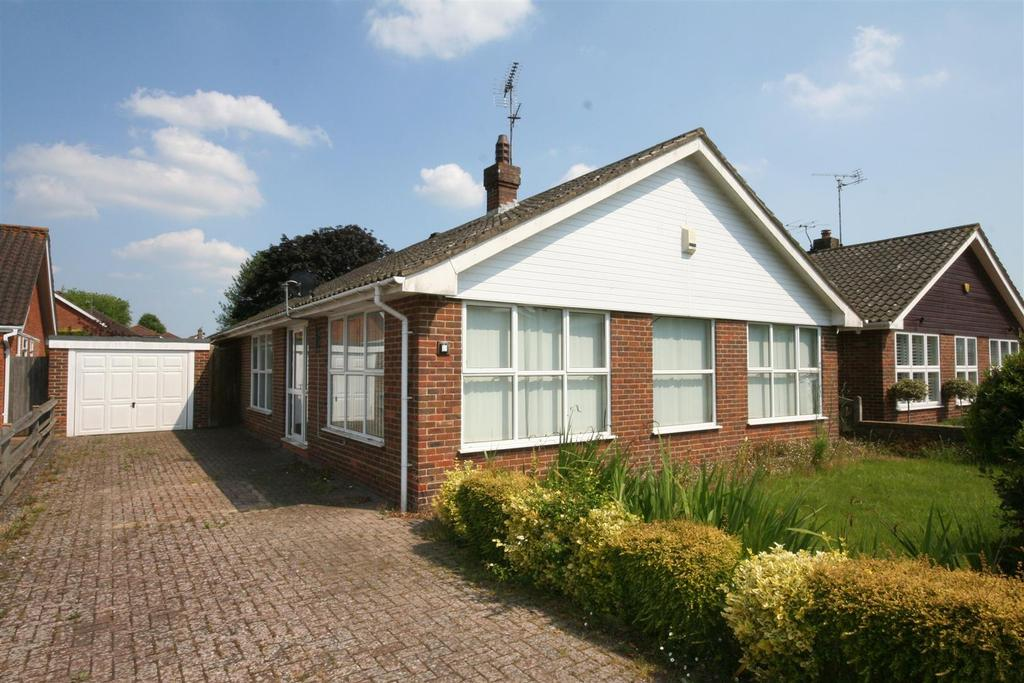 3 Bedrooms Detached Bungalow for sale in Broomfield Road, Henfield