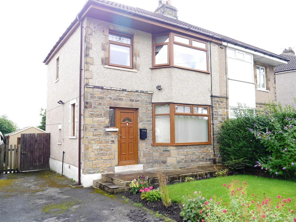 3 Bedrooms Semi Detached House for sale in Leafield Crescent, Eccleshill, Bradford, BD2 3SQ