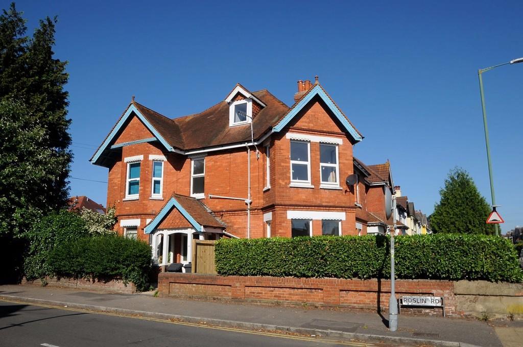 1 Bedroom Flat for sale in Roslin Road, Talbot Woods, BH3