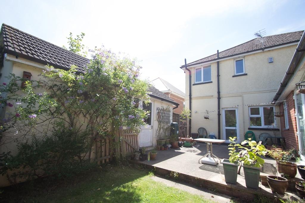 5 Bedrooms Detached House for sale in Self-Contained Annexe, BH9