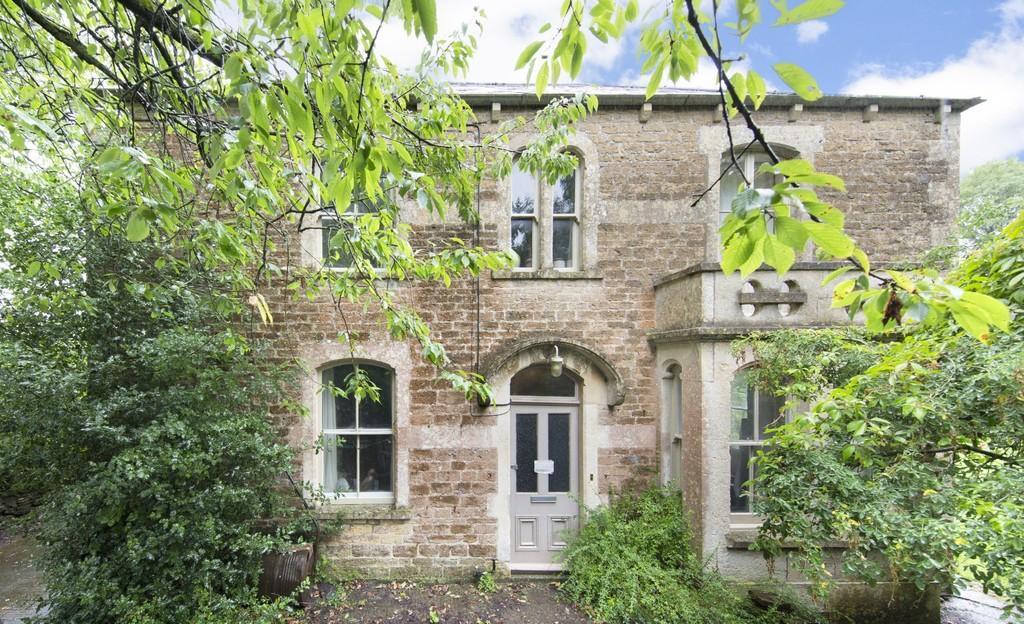 3 Bedrooms Detached House for sale in Vallis Oak Villa