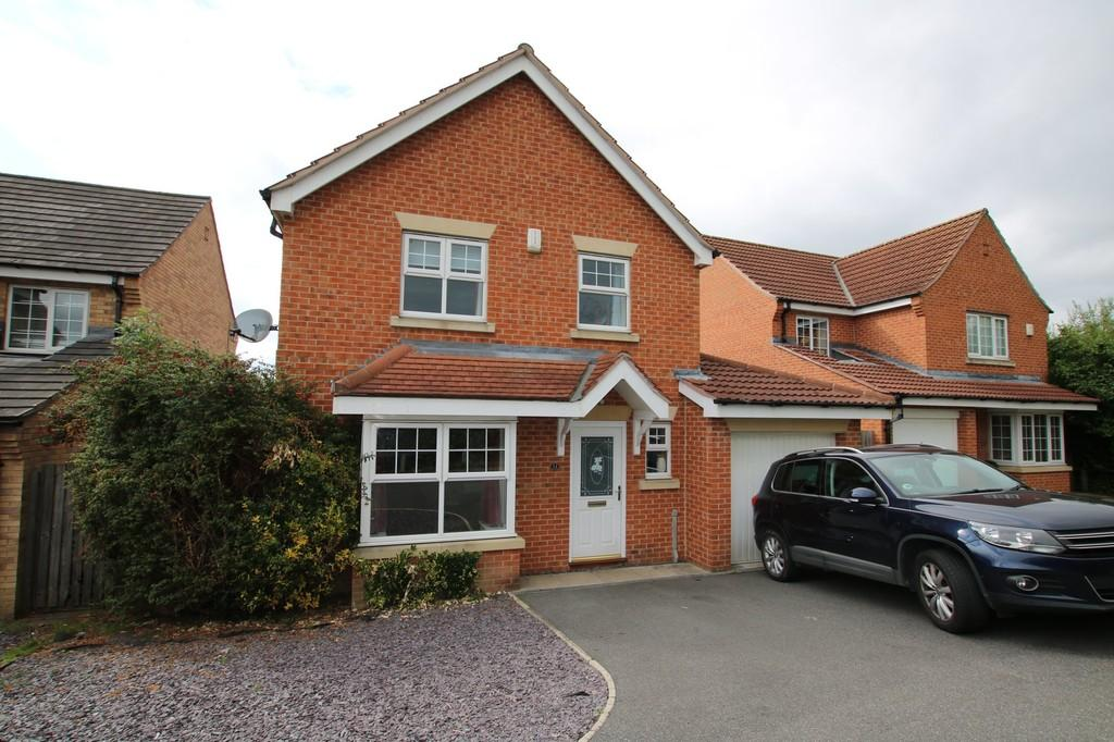 4 Bedrooms Detached House for sale in Umpire Close, St Johns Walk