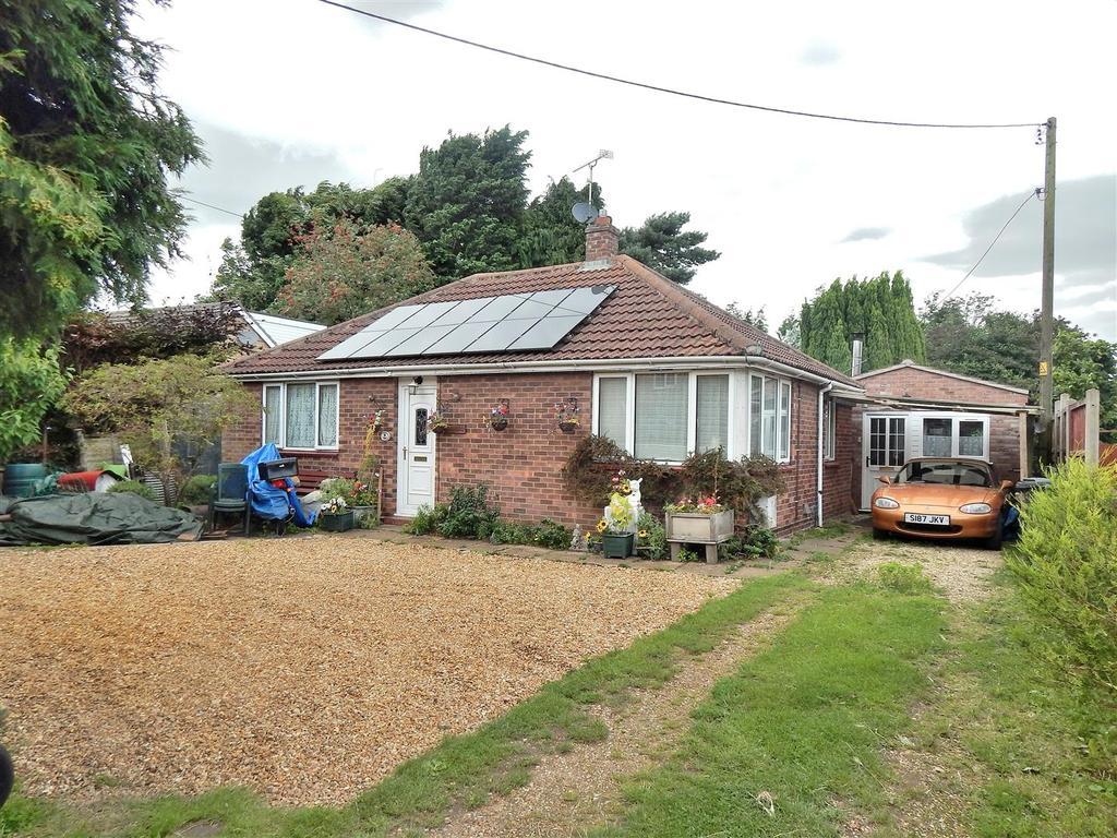 3 Bedrooms Detached Bungalow for sale in Centre Vale, Dersingham, King's Lynn