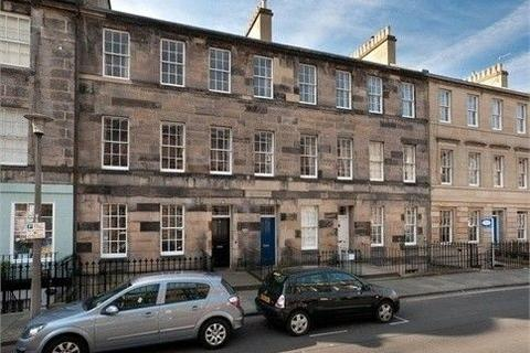 2 bedroom flat to rent - Cumberland Street, New Town, Edinburgh, EH3 6RA