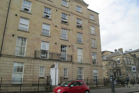 2 bedroom flat to rent - East London Street, New Town, Edinburgh, EH7 4BQ