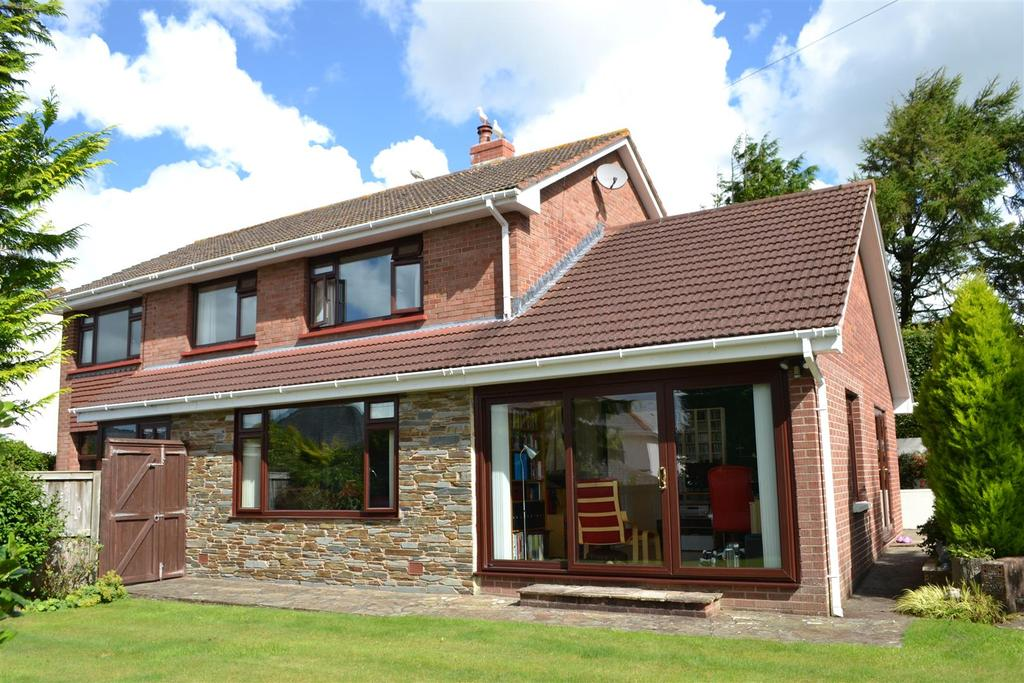 4 Bedrooms Detached House for sale in Old Bideford Road, Sticklepath, Barnstaple