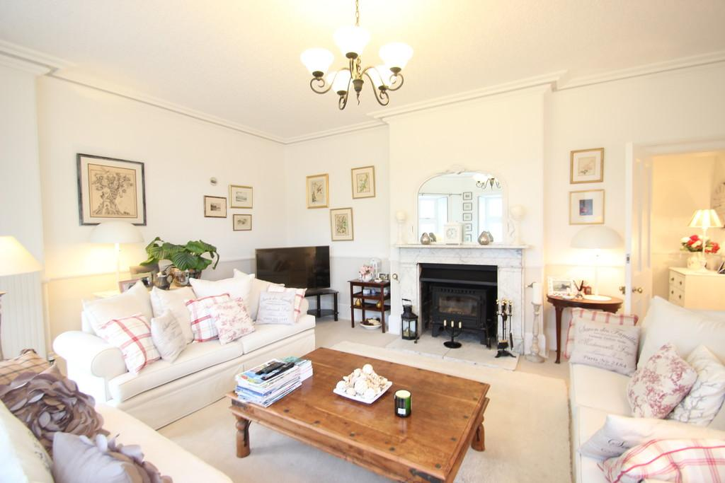 6 Bedrooms Farm House Character Property for sale in Church Road, Wootton Bridge