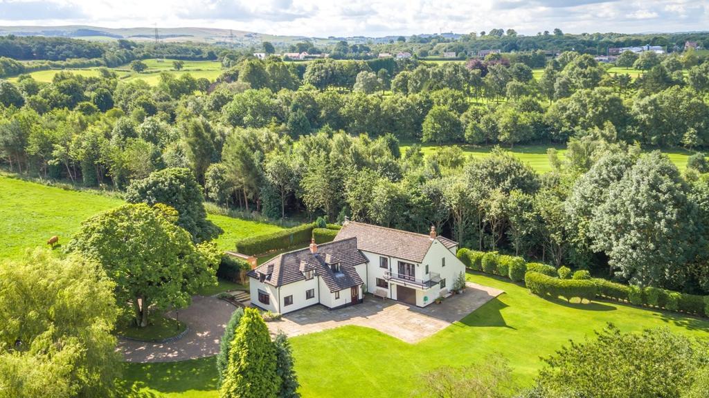 4 Bedrooms Detached House for sale in Threaphurst Lane, Hazel Grove