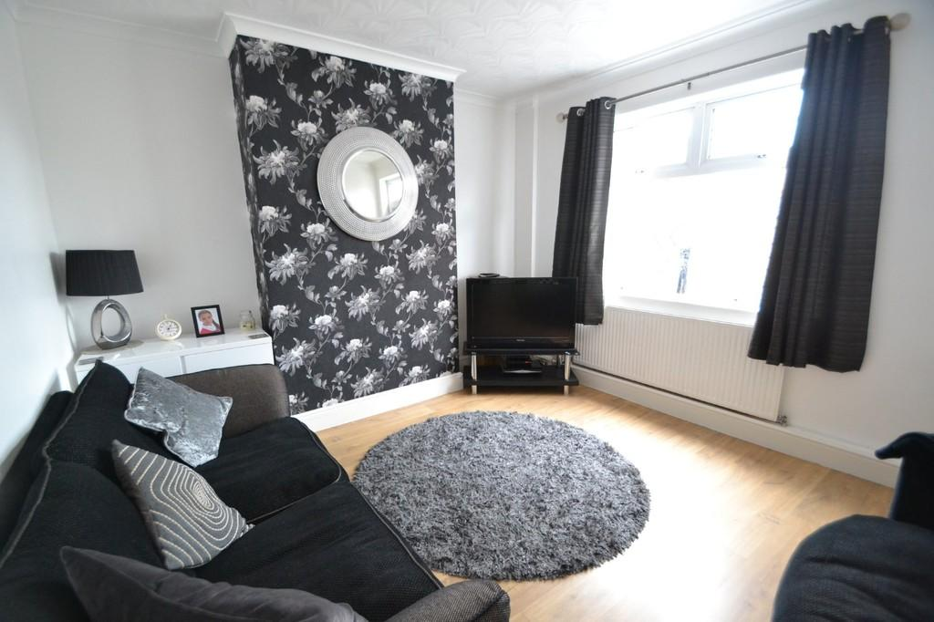 2 Bedrooms Terraced House for sale in Diamond Ave, South Elmsall