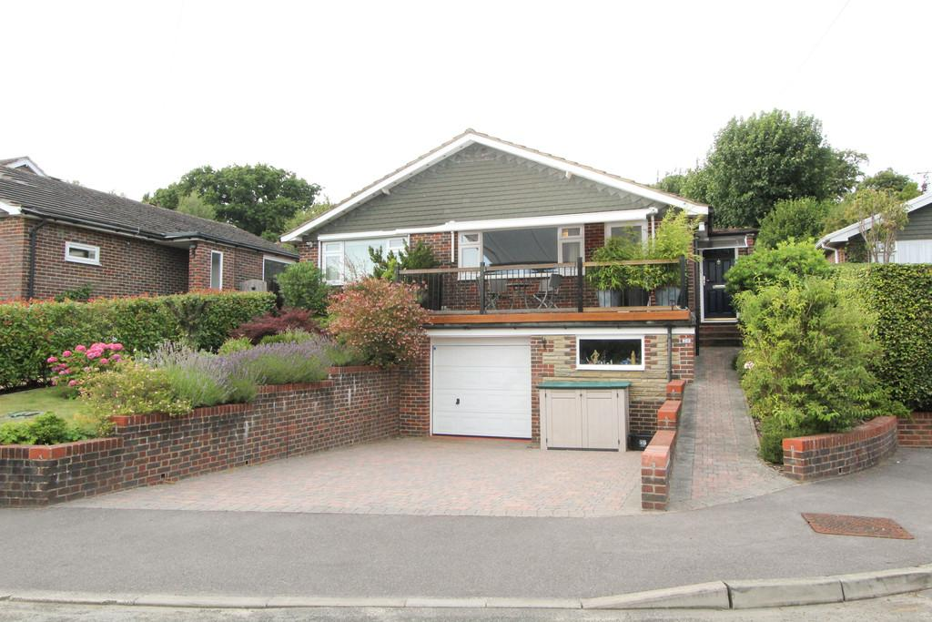 3 Bedrooms Detached Bungalow for sale in Buckmore Avenue, Petersfield