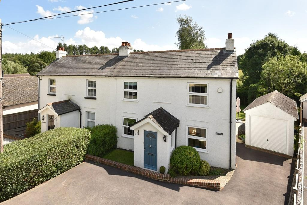 3 Bedrooms Semi Detached House for sale in Fullers Road, Rowledge