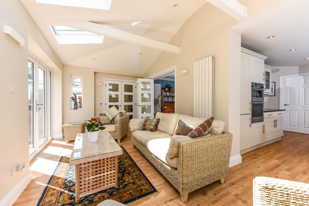 7 Bedrooms Detached House for sale in Marden Way, Petersfield