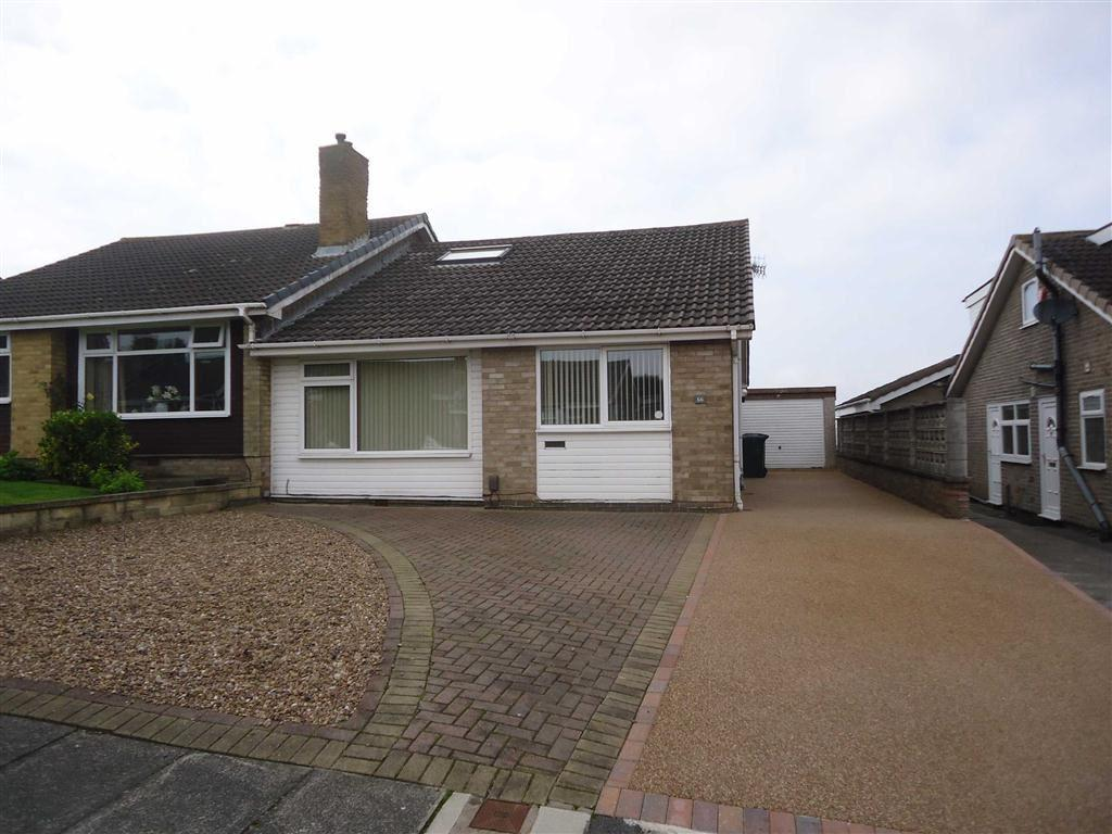 3 Bedrooms Semi Detached Bungalow for sale in Frensham Drive, Bradford, BD7
