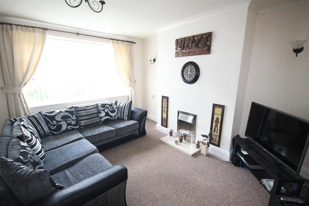 3 Bedrooms End Of Terrace House for sale in 7 North Parade, Barnoldswick