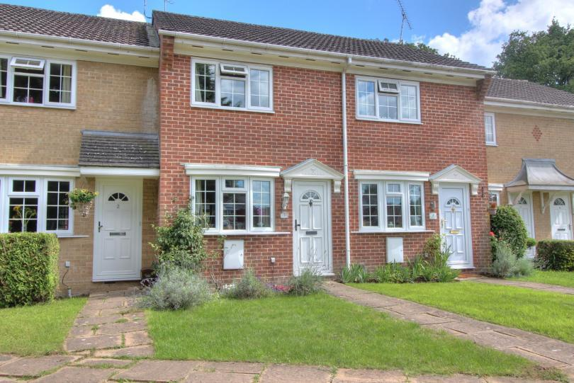 2 Bedrooms Terraced House for sale in Meadbrook Gardens, Chandlers Ford