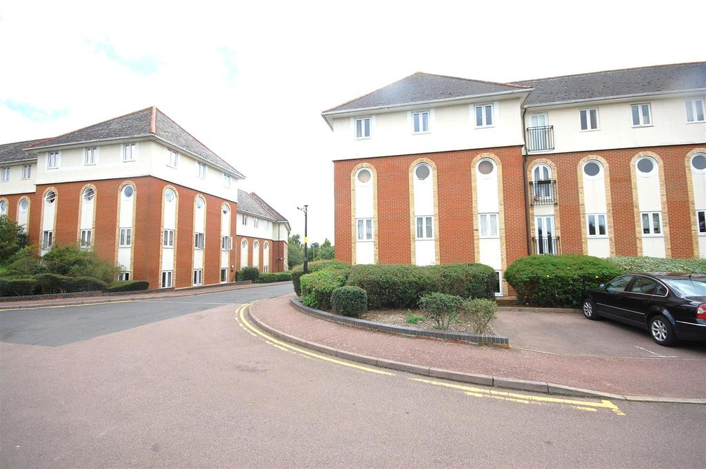 2 Bedrooms Apartment Flat for sale in Walsingham Close, Hatfield