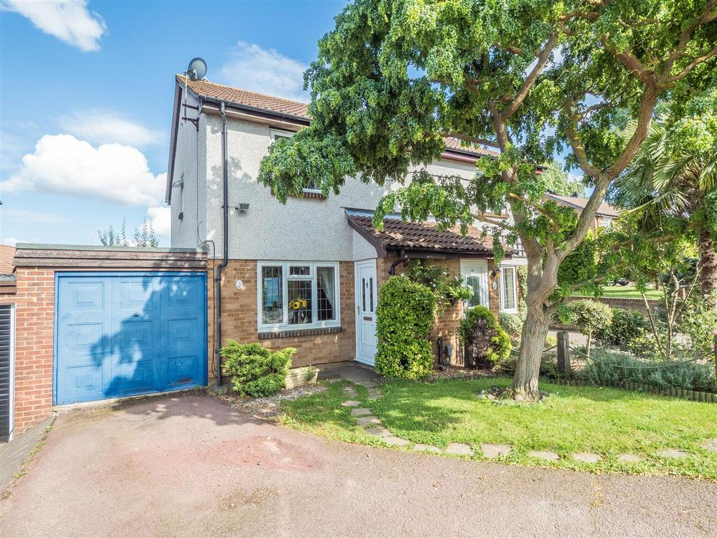 3 Bedrooms Semi Detached House for sale in Rhodewood Close, Downswood, Maidstone