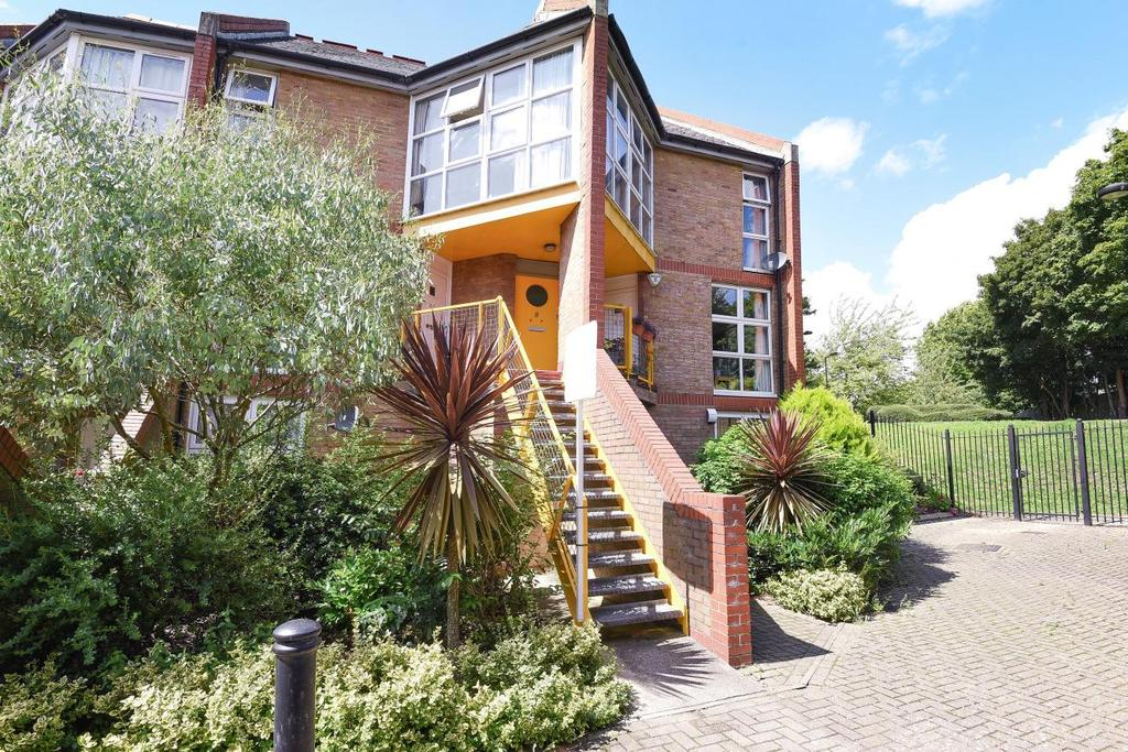 2 Bedrooms Flat for sale in Bryan Road, Surrey Quays