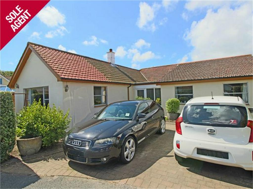 4 Bedrooms Detached House for sale in Shahdaroba, Les Grandes Mielles Lane, Vale