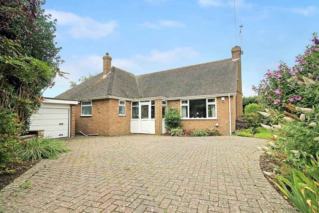 3 Bedrooms Detached Bungalow for sale in Goodwood Road, Worthing BN13 2RU