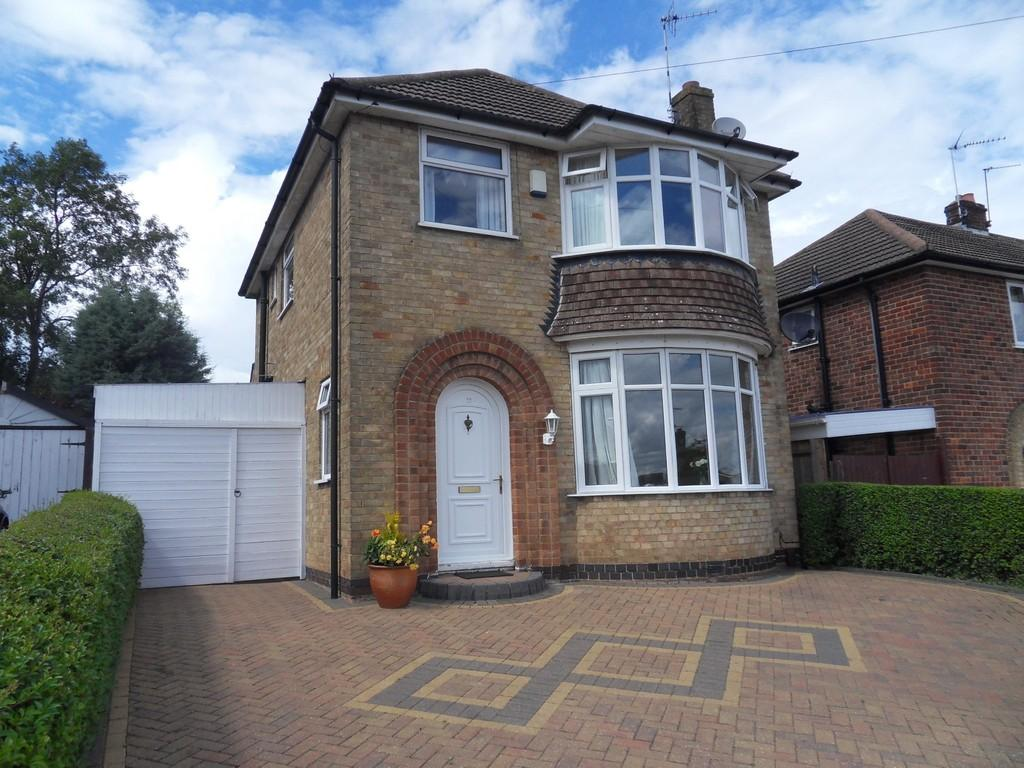 3 Bedrooms Detached House for sale in Farndale Drive, Loughborough