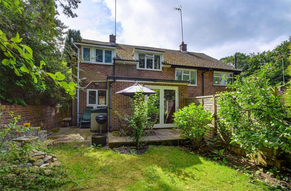 3 Bedrooms Semi Detached House for sale in Beacon Close, Wrecclesham, FARNHAM, Surrey